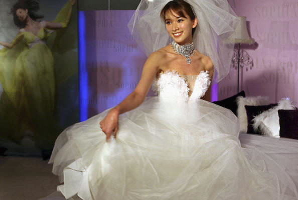 SHANGHAI, CHINA - DECEMBER 8: (CHINA OUT) Taiwan star Chiling Lin performs in a wedding dress during a promotion activity on December 8, 2005 in Shanghai, China. (Photo by China Photos/Getty Images)